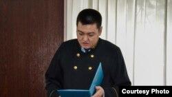 Судья Павлодарского городского суда Думан Серикбаев оглашает приговор в отношении местного журналиста Александра Баранова. Павлодар, 11 мая 2016 года.
