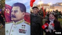 Шествие и митинг КПРФ, посвященные 100-летию Октябрьской революции, в Москве