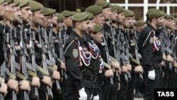 До сих пор в Чечне можно было служить только, к примеру, в полку специального назначения имени Ахмада Кадырова МВД ЧР