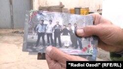 Один из этих молодых людей находится в Сирии. Архивное фото