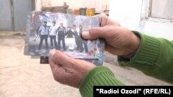 Один из этих молодых людей находится в Сирии. Архивное фото.