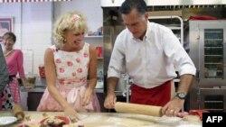 Mit Romni na jednoj od stanica predsedničke kampanje - pekari u Mičigenu, jul 2012.