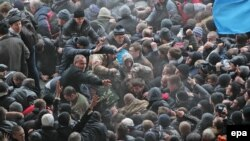 Сутички біля Верховної Ради Криму в Сімферополі, 26 лютого 2014 року
