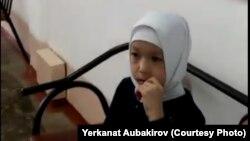 Ученица школы № 29 города Павлодара Халида Аубакирова, которую не пустили на занятия из-за платка. 12 марта 2018 года.
