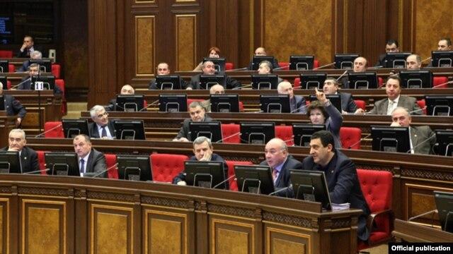 Հայաստան - Իշխող Հանրապետական կուսակցության պատգամավորները ԱԺ-ի նիստում, Երեւան, արխիվ