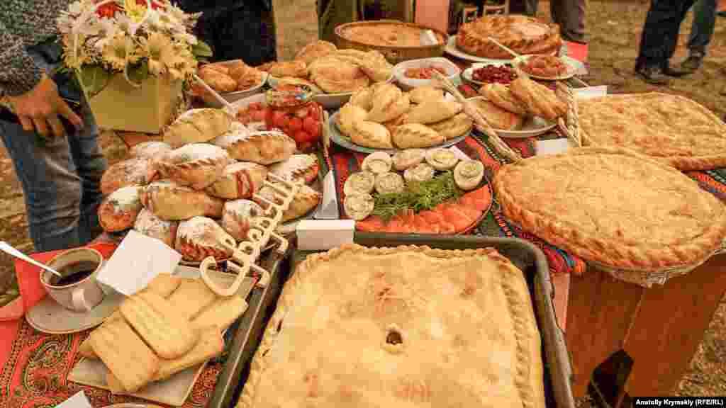 Köbete, loqum ve qubabiyeler - qaraylarnıñ ananeviy yemekleri
