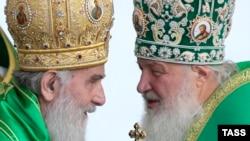 Srpski patrijarh Irinej (L) koji ide na Sabor i ruski Kiril koji je odbio učešće na skupu pravoslavnih crkava