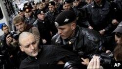 Задержание Удальцова полицией в ходе несанкционированного митинга в Москве