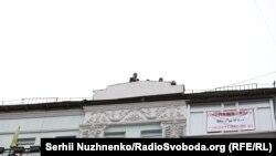 Міхэіл Саакашвілі забраўся на дах дома, пакуль у яго адбываецца ператрус