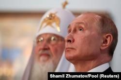 Президент Росии Владимир Путин (справа) и Московский патриарх Кирилл. Москва, 4 ноября 2019 года
