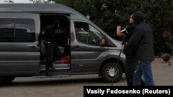 Belarusian law enforcement officers detain a journalist in central Minsk on August 27.