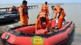На месте крушения пассажирского Боинга в Индонезии обнаружили фрагменты тел