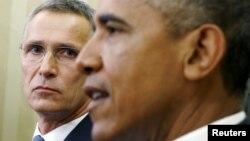 НАТО бас хатшысы Йенс Столтенберг (сол жақта) пен АҚШ президенті Барак Обама.