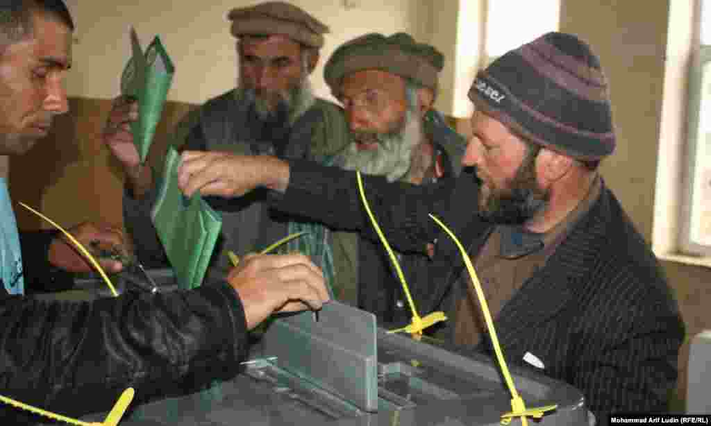 Voters in Kabul