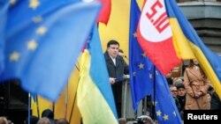 Mihail Sakašvili se obraća okupljenima na protestu u Kijevu