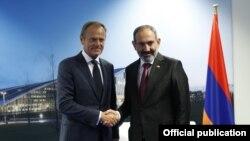 Премьер-министр Армении Никол Пашинян (справа) и председатель Европейского совета Дональд Туск, Брюссель,12 июля 2018 г.