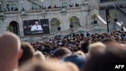 Audienca amerikane duke e shikuar fjalimin e Papa Fançeskut në Kongresin amerikan