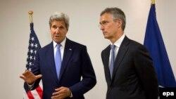 John Kerry (L) na sastanku sa Jensom Stoltenbergom