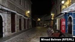 Pusta ulica na ulazu u Stari grad