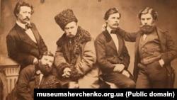Серед провідних членів Кирило-Мефодіївського товариства був Тарас Шевченко (на фото посередині). У березні 1847 року після доносу почалися арешти членів братства. Шевченка заарештували 5 (17) квітня. На допитах він не зрікся своїх поглядів і не виказав нікого з членів братства