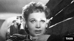"""Кадр из фильма """"Большая жизнь"""", 1946 год"""