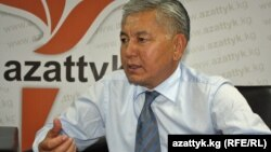 "Мэр Иса Омуркулов в студии ""Азаттыка"", Бишкек, 28 июля 2011 года."