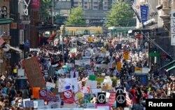 За попередніми даними, понад дві тисячі людей мітингували напередодні зустрічі президентів США та Росії у Гельсінкі