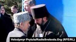 Владика Климент і лідер кримськотатарського народу Мустафа Джемілєв на місці будівництва Соборної мечеті, Сімферополь, 2011 рік