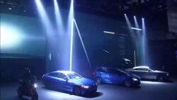 BMW-nin şefi təqdimat zamanı yıxıldı