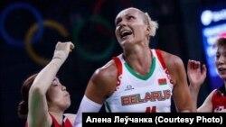 Алена Леўчанка падчас гульні, архіўнае фота