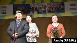 Төмән өлкә татар конгрессы башкарма комитеты рәисе Ринат Насыйров тәбрикли