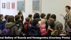 """Učenici O.S. """"Musa Ćazim Ćatić"""" u posjeti Umjetničkoj galeriji BiH, 12. novembar 2015."""