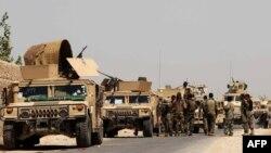 Forcat afgane gjatë përgatitjeve për një operacion të mëparshëm kundër militanëtve talibanë në provincën Helmand