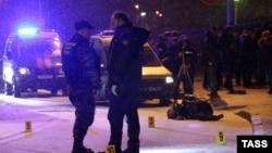 Московские полицейские на месте убийства дагестанского предпринимателя Мухтара Меджидова. 16 декабря 2015 года.