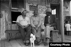 Беседа. Айбериа-Пэриш, Луизиана. 1938. Фото Рассела Ли.