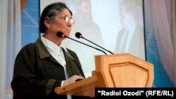 10 сентября таджикская оппозиция выдвинула правозащитницу Ойнихол Бобоназарову кандидатом в президенты