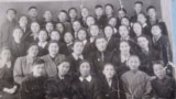 Фрунзедеги №5 орто мектептин 8-классынын окуучулары, 1956
