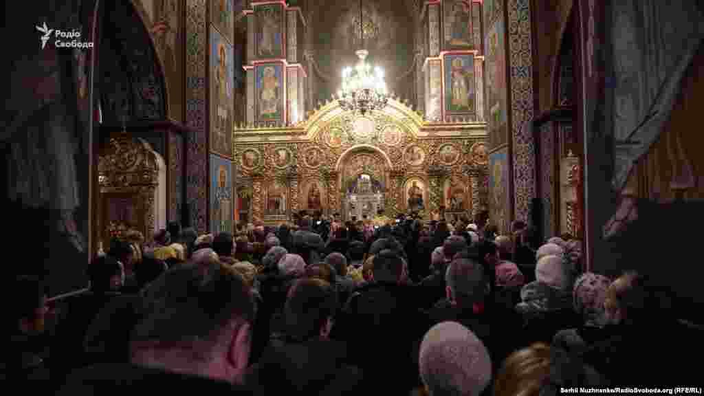 Участникам собора предложили выбрать предстоятеля из всех архиереев, за ислючением патриарха Филарета и митрополита Макария.
