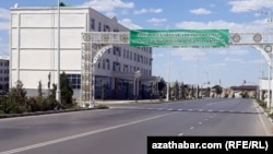 После введения жестких карантинных мер улицы Туркменабада опустели, Август, 2020