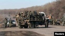 Украинские войска покидают Дебальцево, 18 февраля