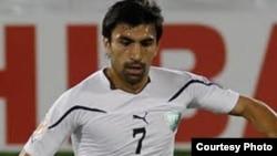 Futbol bo'yicha O'zbekiston milliy terma jamoasi yarim himoyachisi Azizbek Haydarov.