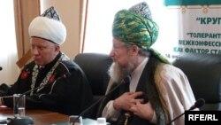 Әлбир Крганов (с) элек Тәлгать Таҗетдинның (у) беренче урынбасары иде
