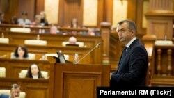 Premierul Ion Chicu în Parlament (arhivă)