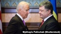Джо Байден и Петр Порошенко во время встречи в Киеве 21 ноября 2014 года