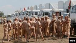 Російський «гуманітарний конвой» із майже 300 КАМАЗів біля міста Каменськ-Шахтинський Ростовської області Росії, 14 серпня 2014 року