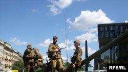 """Prag 21. avgust 2008: Izložba ispred Narodnog muzeja """"...I tenkovi su stigli"""" u znak sjećanja na sovjetsku invaziju 1968."""