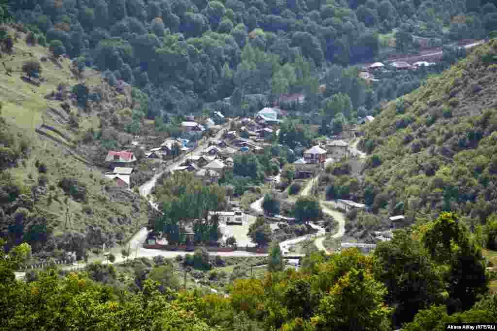 Göygöl rayonunun turizm mərkəzlərindən biri, Toğanalı kəndinin yüksəklikdən görünüşü.