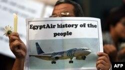 روزنامهنگاران مصری به یاد قربانیان در سندیکای روزنامهنگاران در قاهره جمع شدهاند