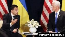 Украинскиот претседател Володомир Зеленски и американскиот потпретседател Мајк Пенс