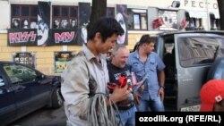 Ресейде жүрген өзбек мигранттары. Нижний Новгород, 25 шілде 2012 жыл.